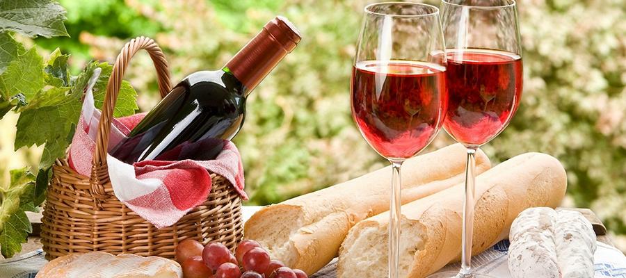 Можно ли принести на поминки с собой алкоголь и фрукты?